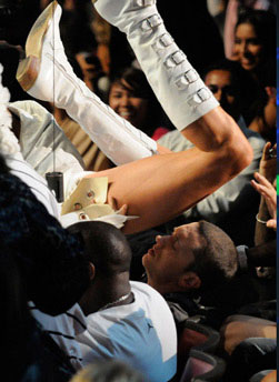 Picture of Bruno's butt in rapper Eminem's face at 2009 MTV Movie Awards