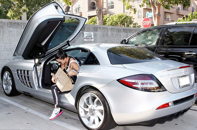 PHOTO: Kim Kardashian in Kanye West Mercedes SLR McLaren
