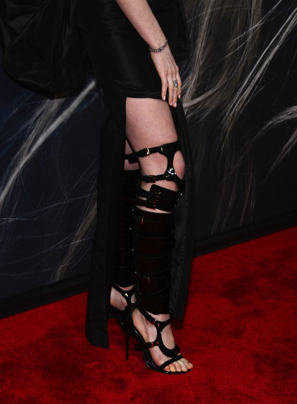 Anne Hathaway bondage boots and feet photo at Les Miserables' premiere in NYC