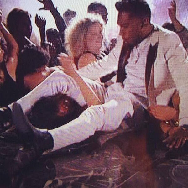 Miguel Billboard Awards Failed Stage Jump
