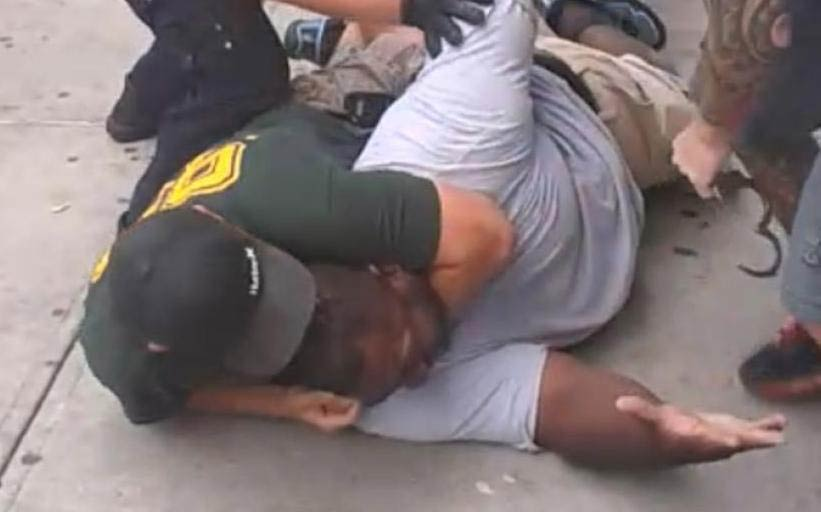 NY police use illegal choke hold on Eric Garner kills him