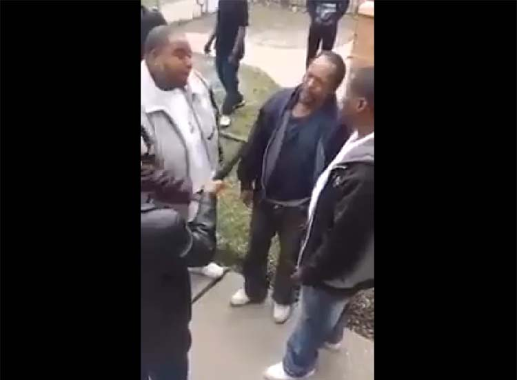 See What These Dope Dealers and Gang Members Do To This Crackhead Caught Robbing Grandma : Justice or Not?