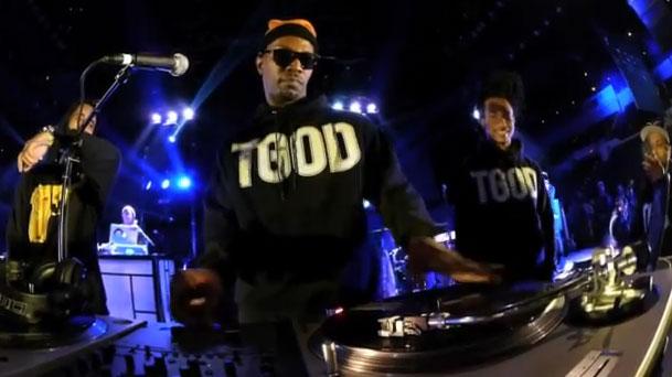 Photo of DJ Juicy J on the turntables