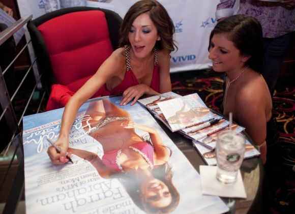 Photo of Farrah Abraham autograph signing at Vivid Strip Club