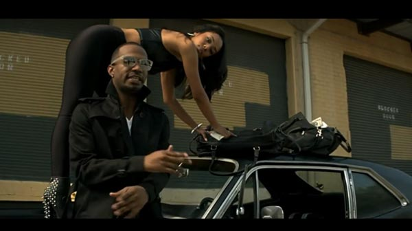 Juicy J in the music video Bounce It