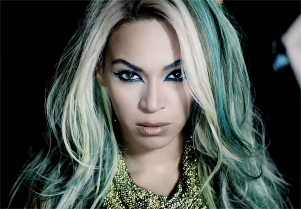 Beyonce album tops iTunes