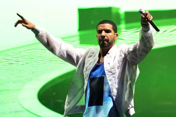 Promoter in Chicago sues rapper Drake