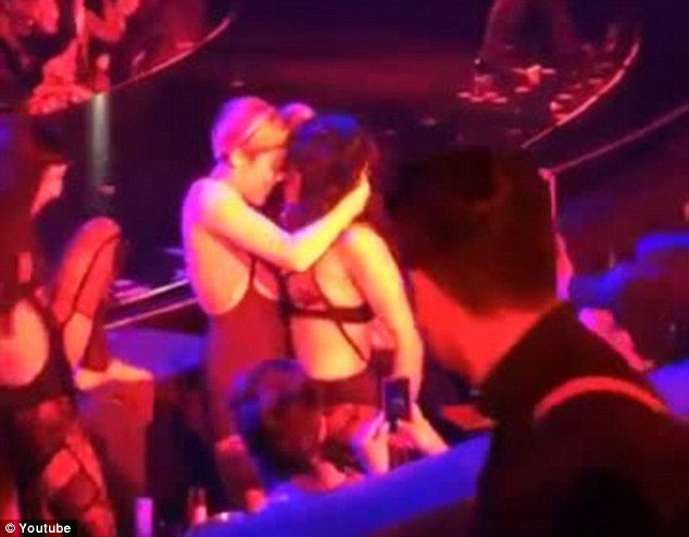 Miley Cyrus kissing Britney Spears dancer