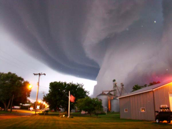 Tornado hits south Arkansas Missouri