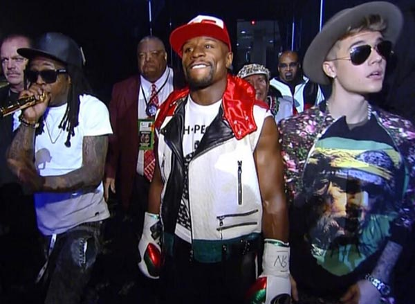 Lil Wayne and Justin Bieber walks Floyd Mayweather to ring