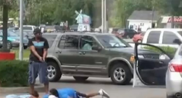Good Samaritan stops robbery holds robbers at gunpoint - Houston, Texas