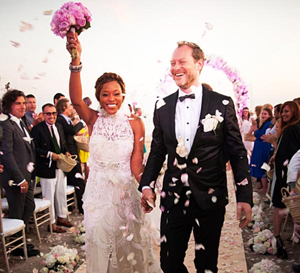 Eve marries Maximillion Cooper