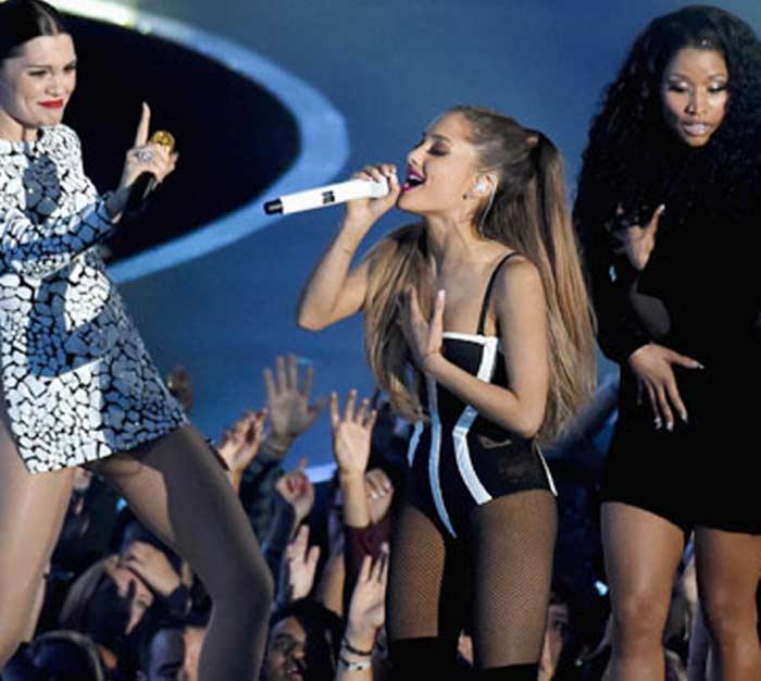 Nicki Minaj MTV VMA wardrobe malfunction 2014