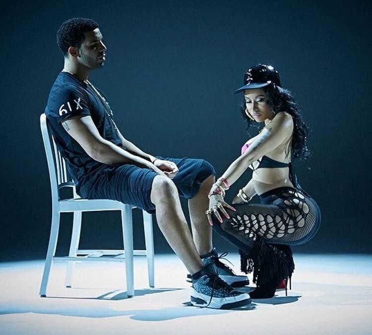 Nicki Minaj dances in front of Drake - music video Anaconda